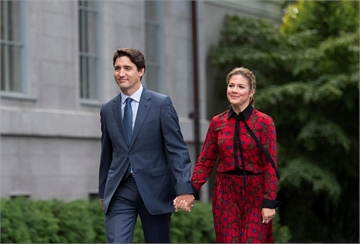 Prime Minister Justin Trudeau arrives at Rideau Hall with his wife Sophie Gregoire Trudeau to meet with Governor General Julie Payette, in Ottawa on Wednesday, Sept. 11, 2019. THE CANADIAN PRESS/Justin Tang